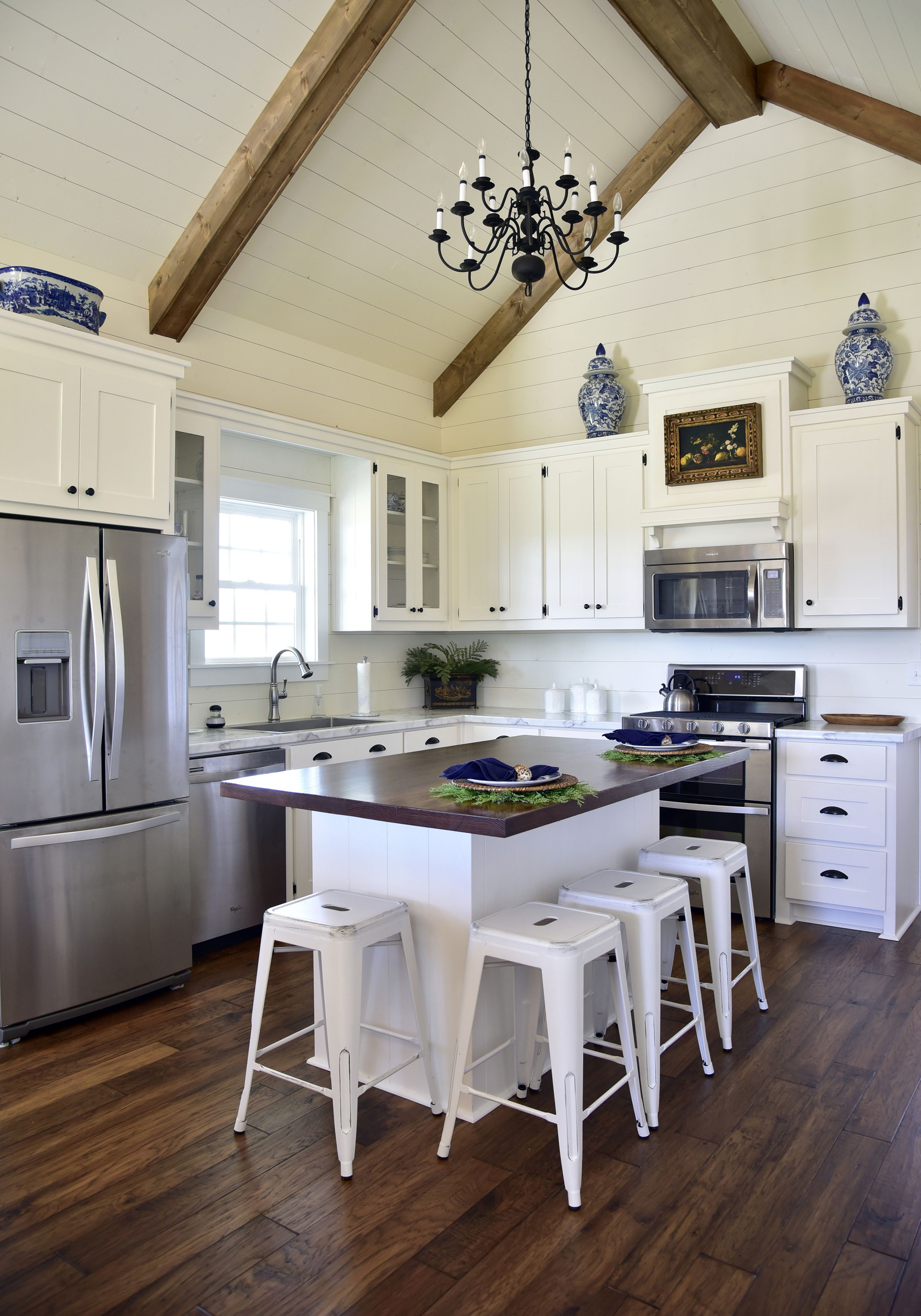 Our Town Plans 208 Hickory Road Beautiful Open Kitchen With Vaulted Ceiling In A Revised Versi Kitchen Remodel Small Vaulted Ceiling Kitchen Kitchen Layout