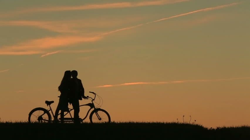 How Romantic Couple Ride Bike Date Idea Bike Love Romantic