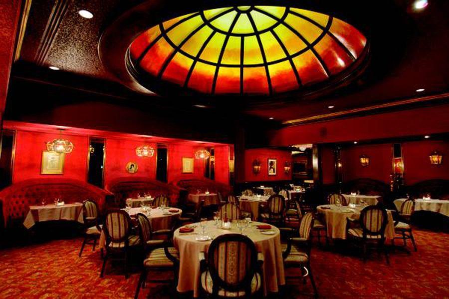 Spectacular and romantic victorian decor restaurant