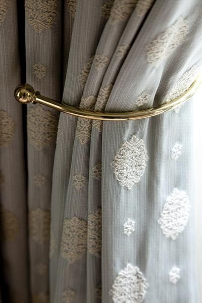 tieback embrasse rideaux col de cygne rideaux curtains pinterest col de cygne cygne. Black Bedroom Furniture Sets. Home Design Ideas