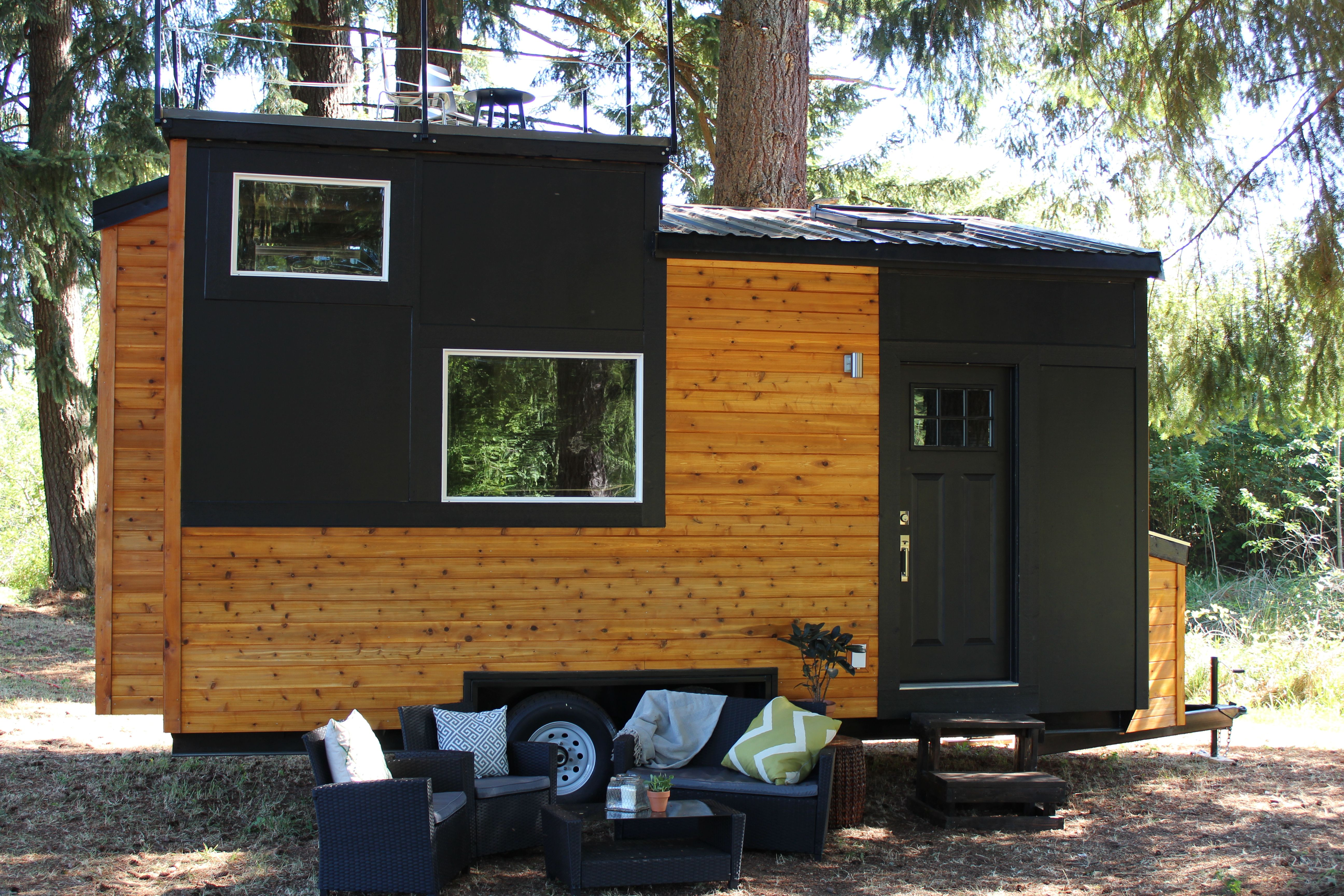 The sapphire house from tiny heirloom tiny house town - Tiny Heirloom For Clients Eric And Amy On Hgtv S Tiny Luxury Mobile Housetiny