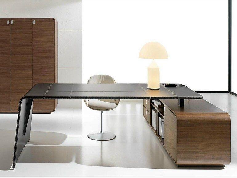 bureau de direction d 39 angle en cuir tann e avec tiroirs. Black Bedroom Furniture Sets. Home Design Ideas