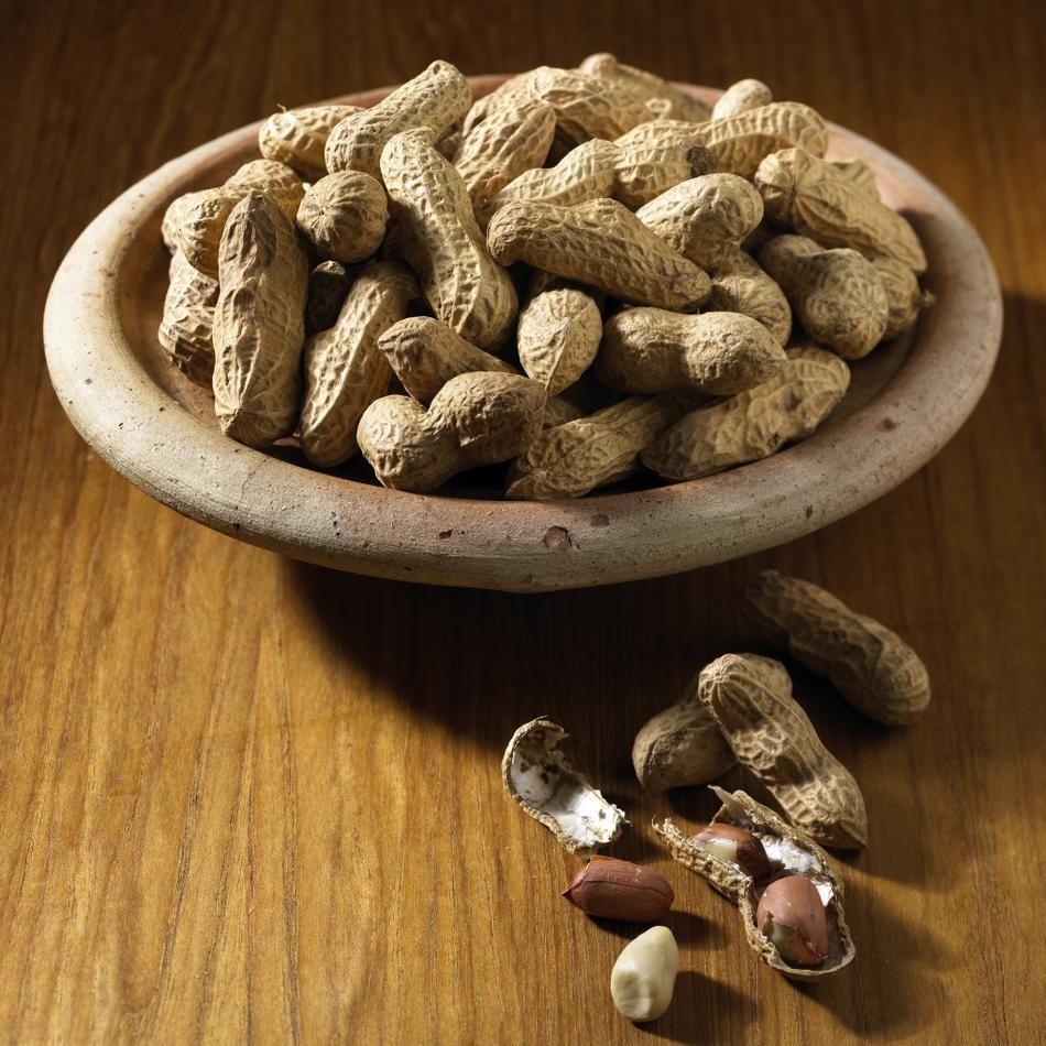 Die Erdnuss ist botanisch gesehen keine Nuss, sondern eine Bohne. Sie gehört zu den Hülsenfrüchten.