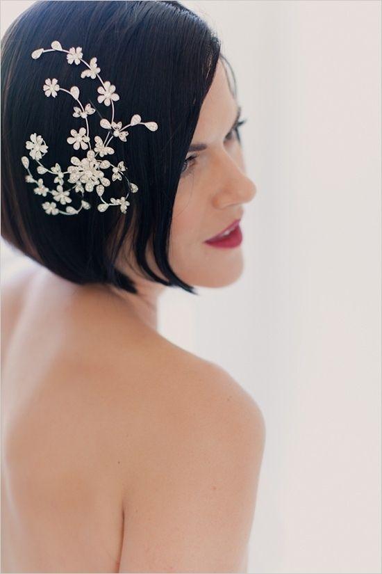 Hochzeitsfrisuren Kurze Haare Bob Frisur Glatt Haarschmuck Blumen