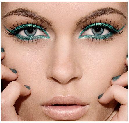 Maquillaje para un vestido verde turquesa