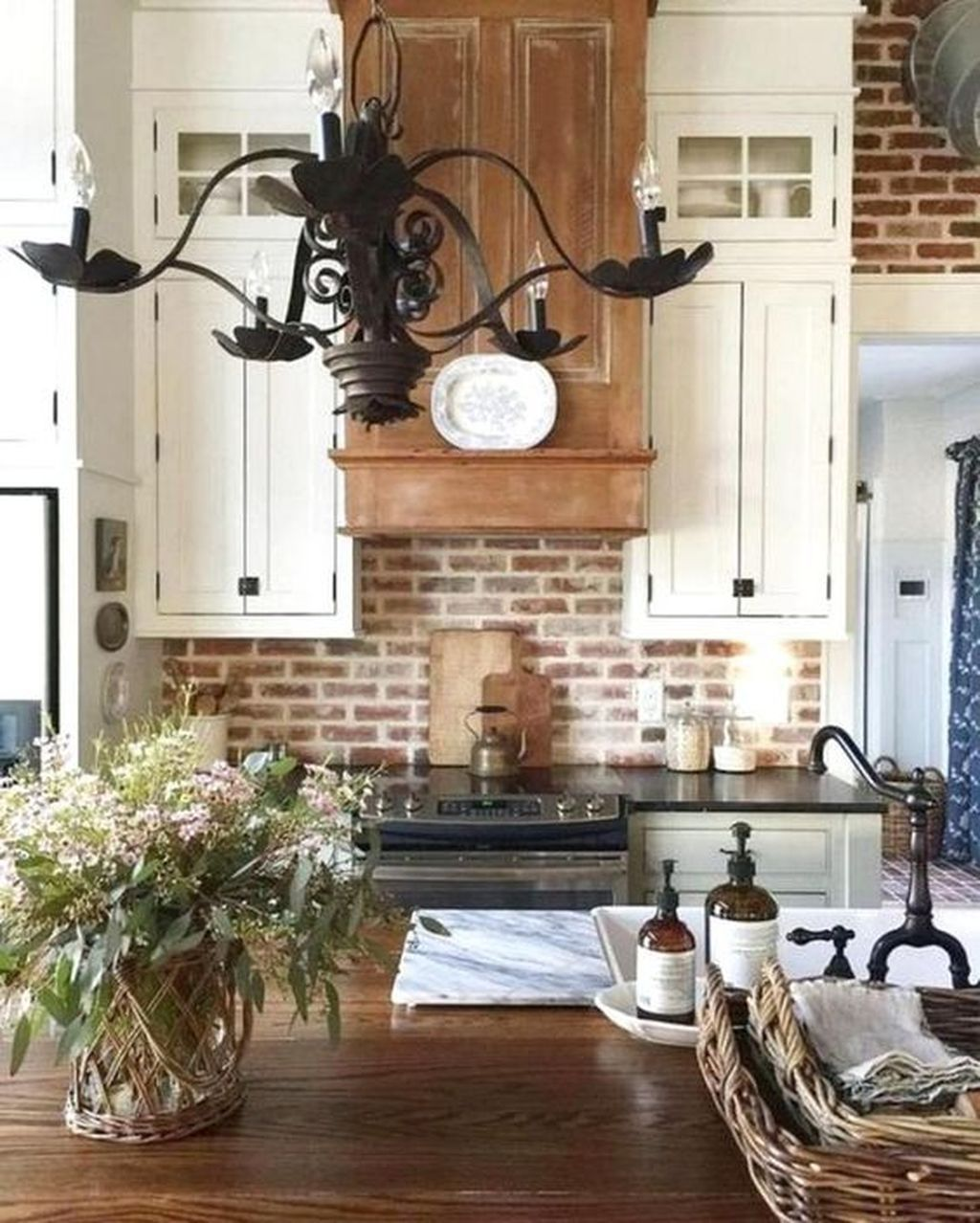 46 Inspiring Rustic Country Kitchen Ideas To Renew Your Ordinary Kitchen Trendehouse Rustic Country Kitchens Rustic Farmhouse Kitchen Rustic Kitchen