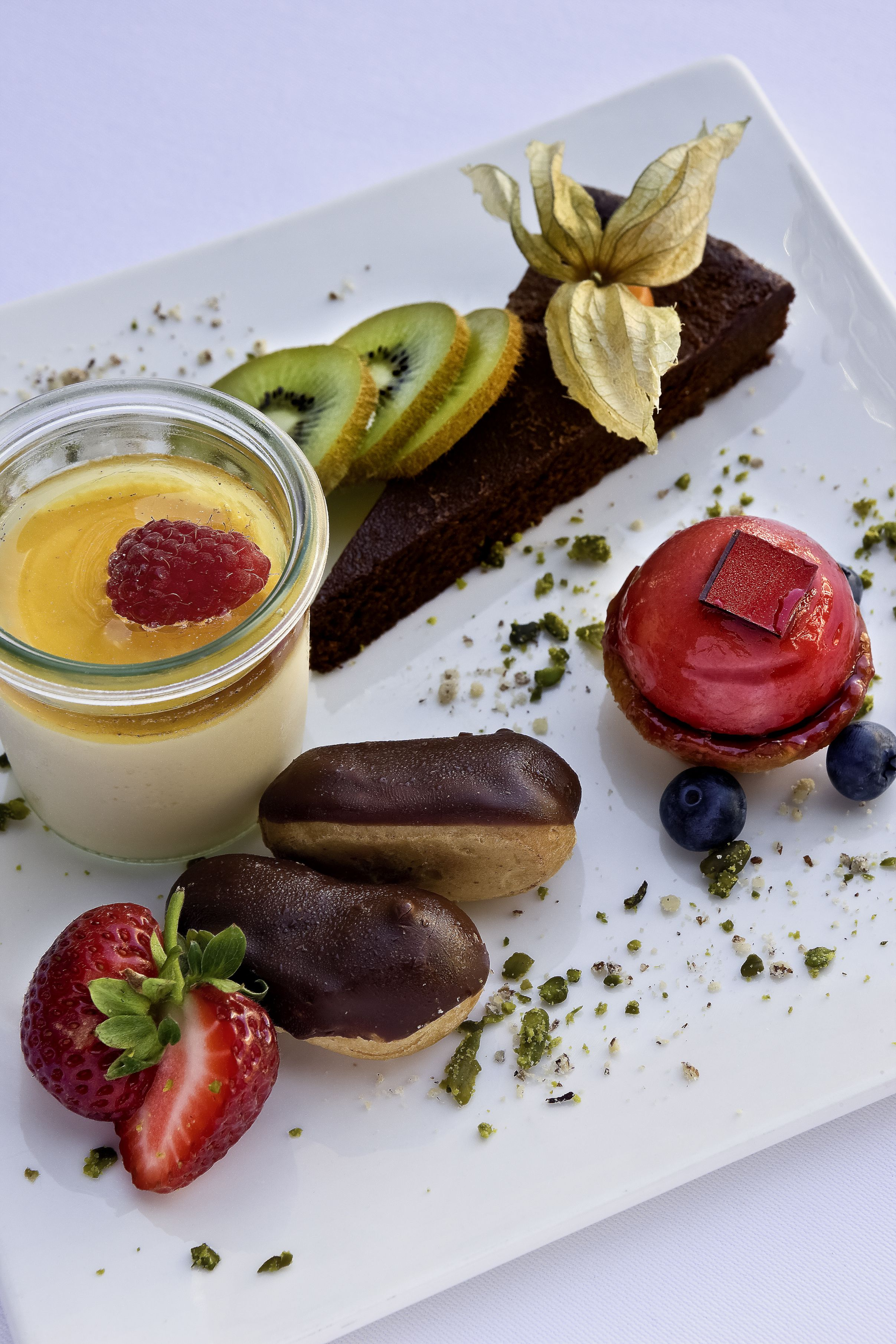 Chocolate cake & chocolate éclair with pana cotta and