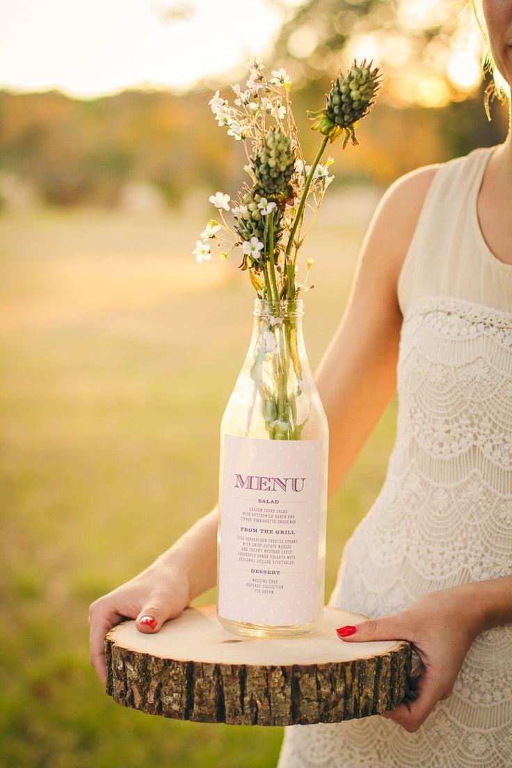Tolle Idee für eine Menükarte im Shabby Chic Stil für eine Hochzeit (Vintage Bottle Wedding) – Anais Moreil