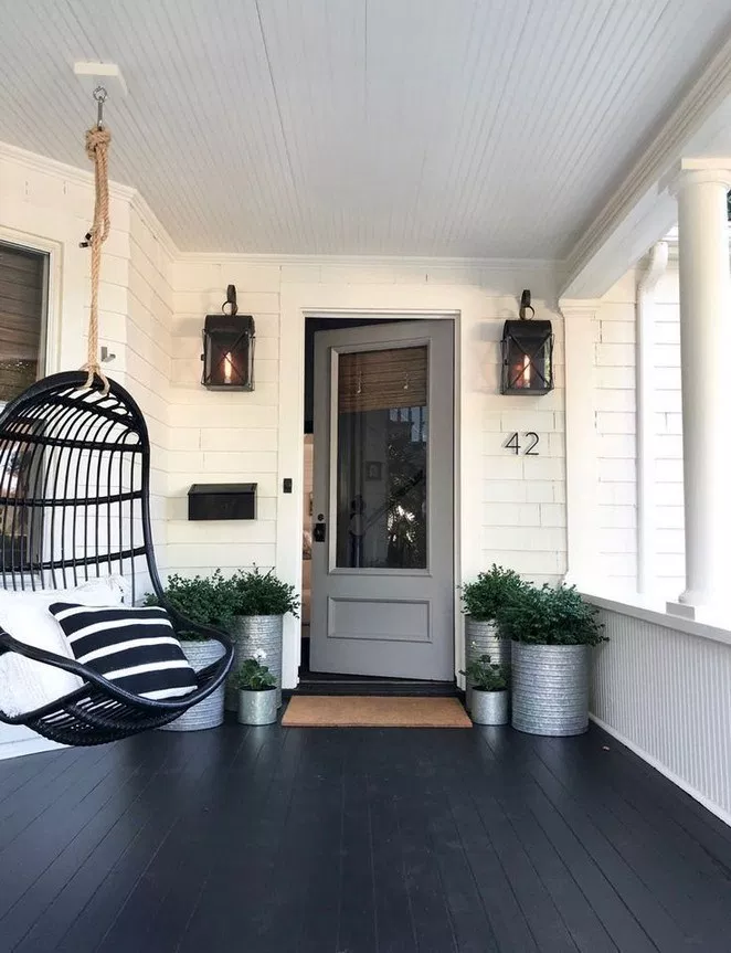59 Stunning Front Yard Courtyard Landscaping Ideas Page 16 Lifestylesinspiration Com In 2020 Modern Front Porches Craftsman Front Porches House With Porch