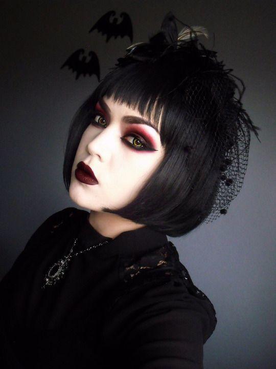 Beautiful Gothic Red Eyeshadow Look