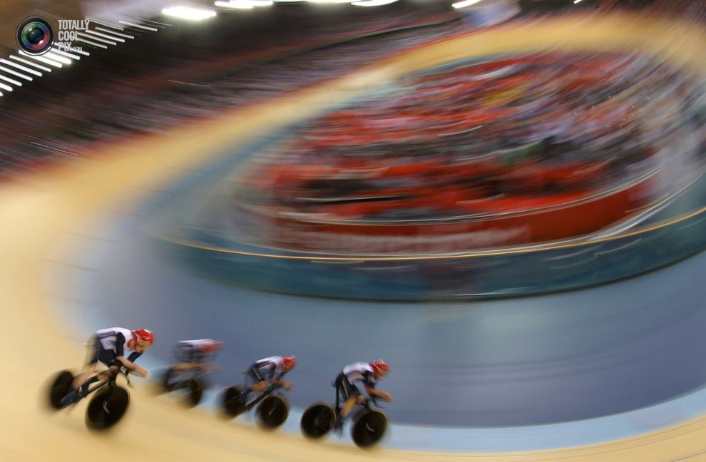 Day 7 - Britain's Ed Clancy, Geraint Thomas, Steven Burke and Peter Kennaugh compete in the track cycling men's team pursuit first round heats at the Velodrome during the London 2012 Olympic Games . STEFANO RELLANDINI/REUTERS