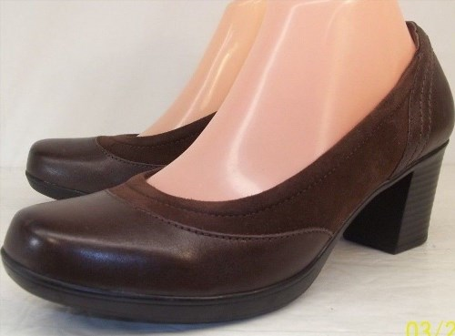 93.25$  Buy now - http://vigjr.justgood.pw/vig/item.php?t=1qhai7s2651 - Clarks Bendables Wo's US 8.5 M Brown Suede Leather Slip-On Casual Work Heels 93.25$