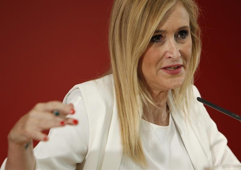 Madrid, 9 ago (EFE).- La presidenta madrileña, Cristina Cifuentes, ha señalado que la propuesta del PSOE de que Mariano Rajoy renuncie a…