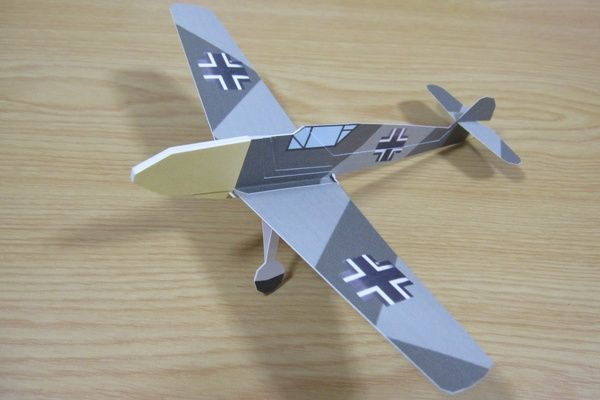 2D WWII Messerschmitt Bf 109E Fighter Free Aircraft Paper Model Download
