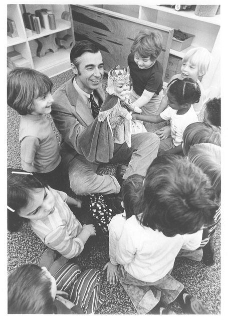 Fred Children With King Friday Puppet Mister Rogers Neighborhood Mr Rogers Fred Rogers