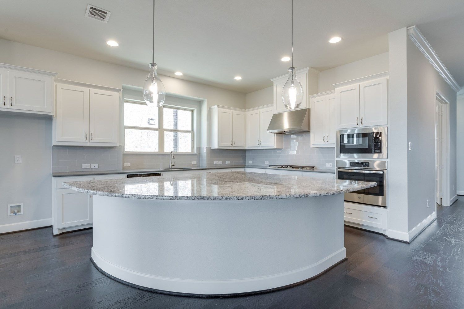 Home Staging Metz a curved island adds an interesting flare to your kitchen