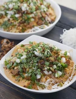 This one-dish meal is sure to strike every single of your taste buds with its vibrant flavour! The Burmese Khowsuey features layers of noodles, a vegetable curry made with coconut milk and an elaborate masala of spices, coconut and cashew nuts, and an elaborate garnish of fried onions, garlic, vaal dal and spring onions.