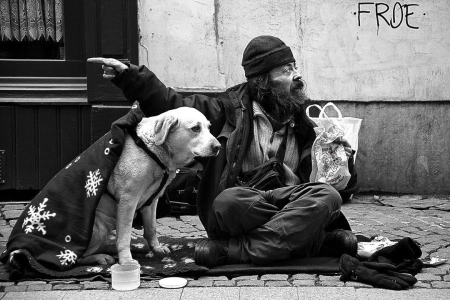 Heartwarming Photographs Of Homeless People With Their Dogs Homeless People Animal Photography Homeless