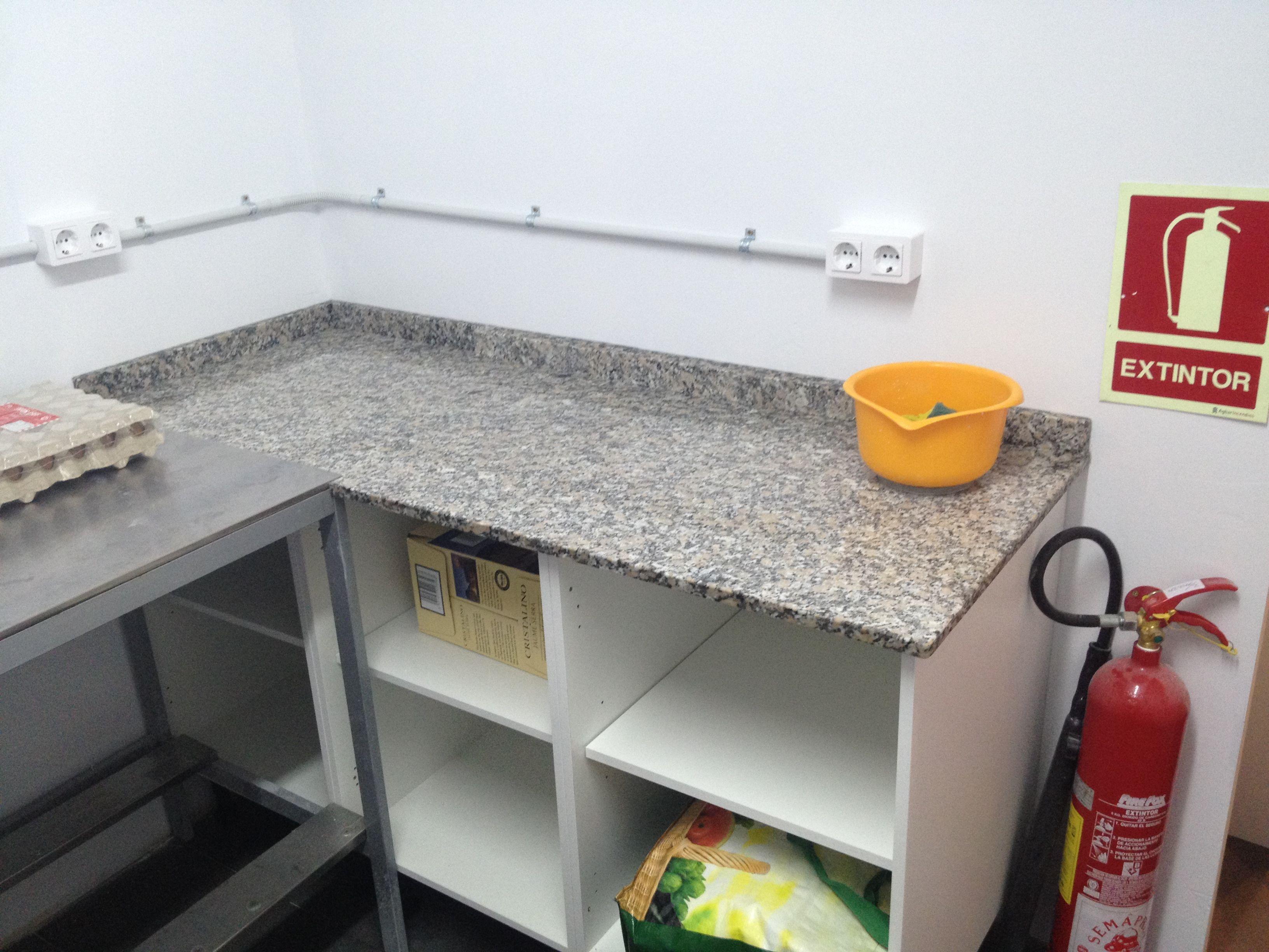 Instalaci n electrica en cocina mueble a medida encimera for Cocina encimera electrica