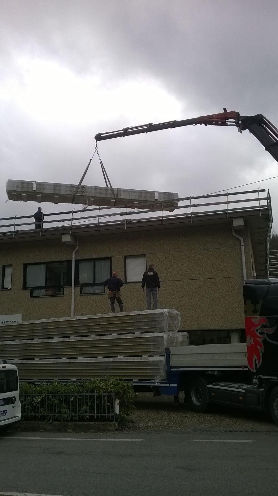 31 Luglio 2015 - Il progetto Poggi Arredamenti Green, ha portato all'installazione di pannelli fotovoltaici per una potenza di 35 kw sulla copertura dell'immobile in Loc. Beinaschi (Fascia-GE) che ospita showroom, magazzini e uffici. Da quando l'impianto è entrato in funzione: l'illuminazione, i computer dei nostri uffici, le attrezzature e molto altro sono operativi grazie all'energia solare. #PAGreen