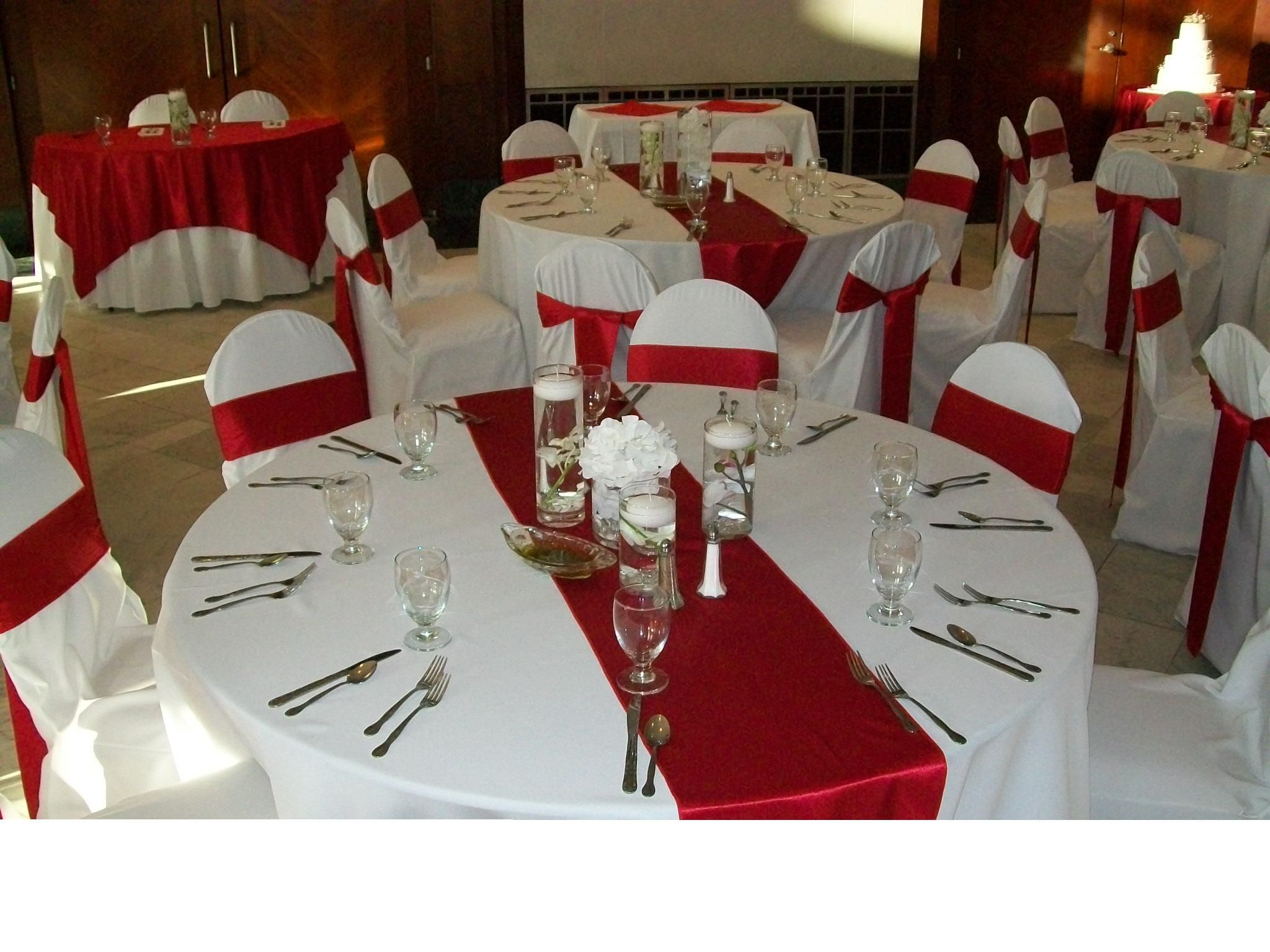 Red Crepe Back Satin Table Runners on White Poly Base Linens with ...
