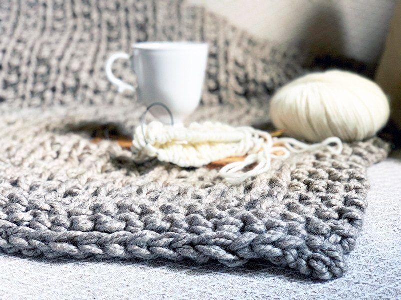 Easy Squishy Knit Throw Blanket Pattern | Easy blanket ...
