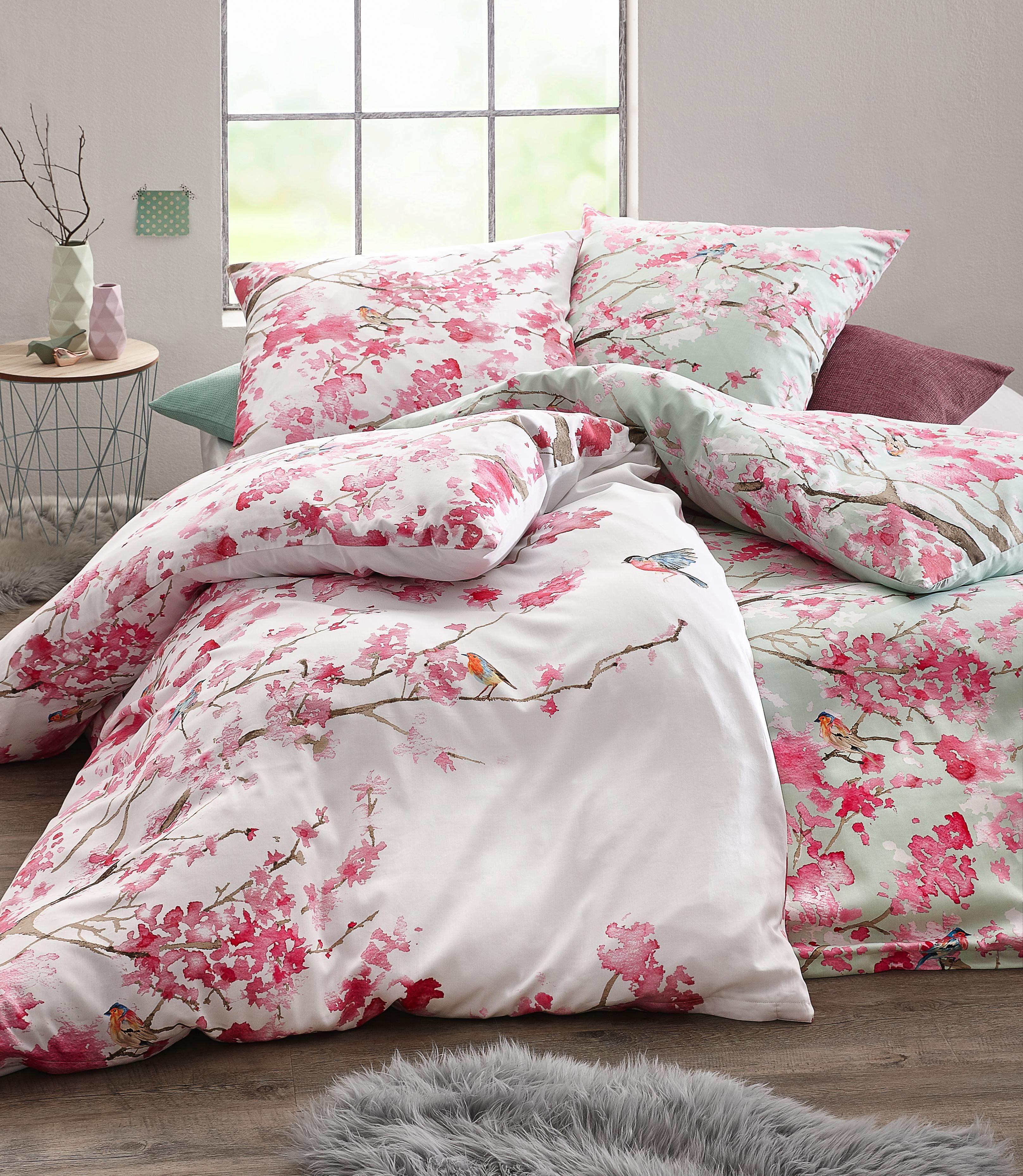 diese gem tliche bettw sche sorgt f r vorzeitige fr hlingsgef hle das exotische muster. Black Bedroom Furniture Sets. Home Design Ideas