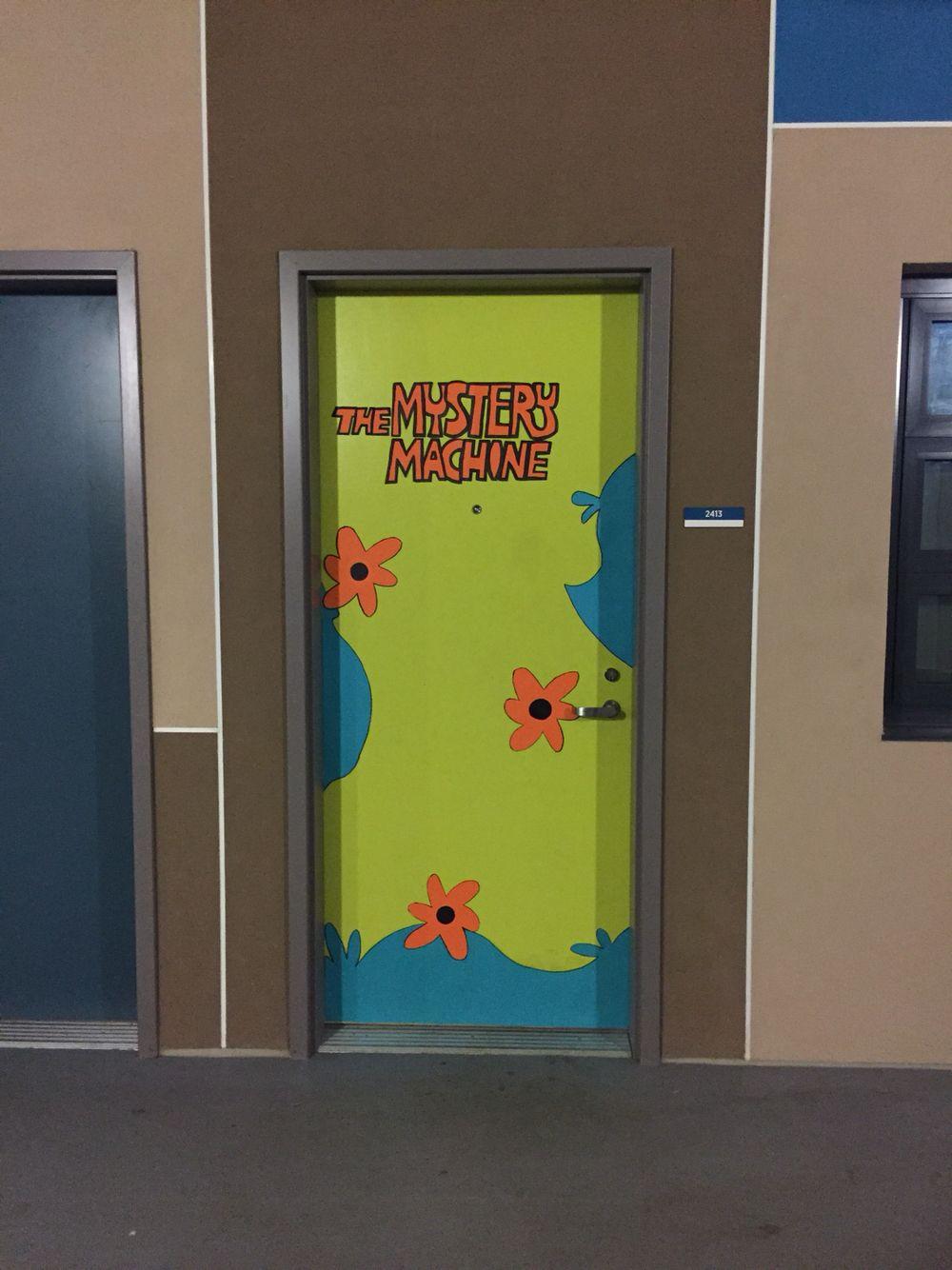 Halloween college dorm door decorations - The Mystery Machine (Scooby Doo)