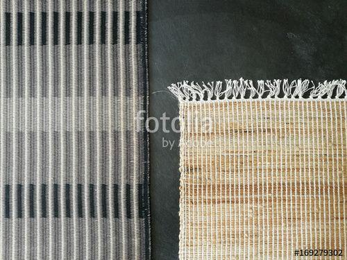 Teppiche in Grau und Naturfarben mit Fransen in einem modern - teppich wohnzimmer grau
