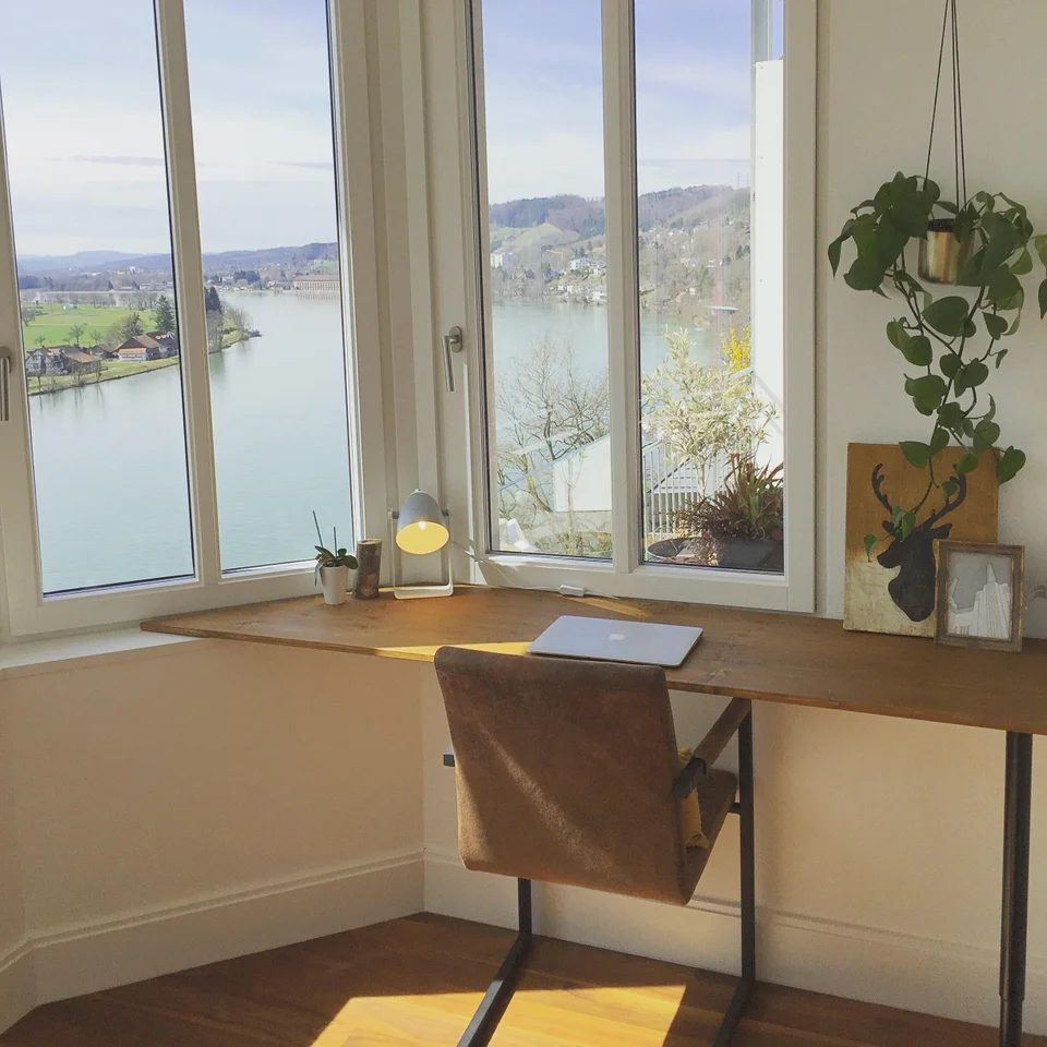 Small Homedecorating: DIY Desk With One Leg. It Rests On The Window Sill In The