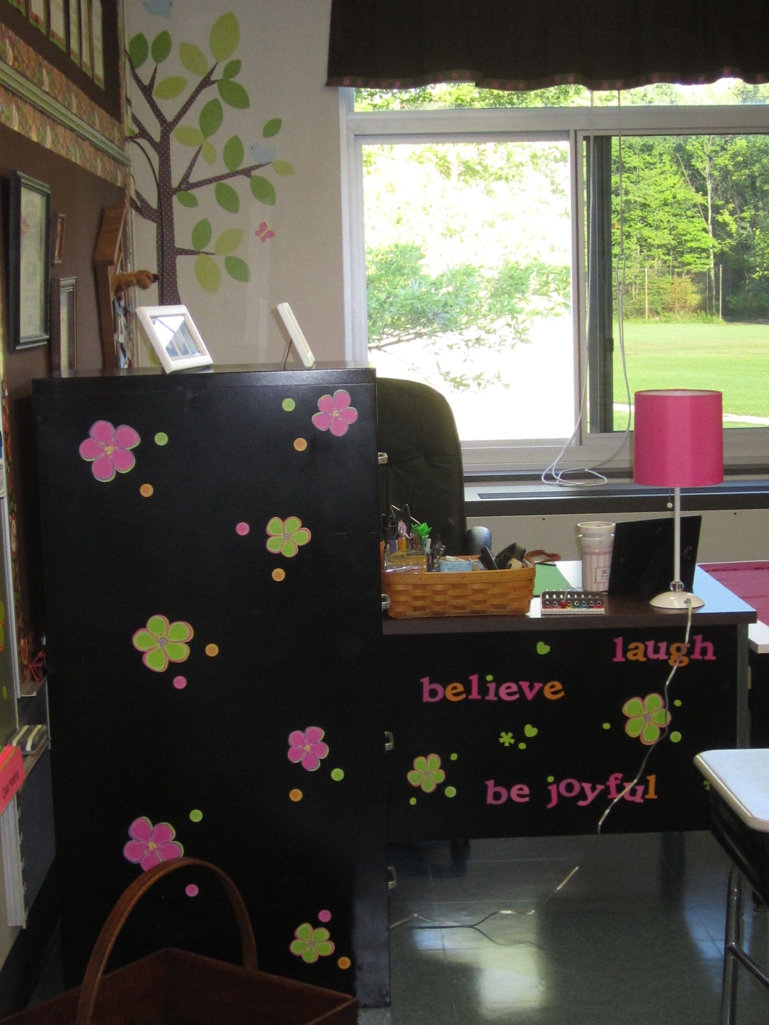 how decor the teacher desk pin match chair like s top seats of crate cute