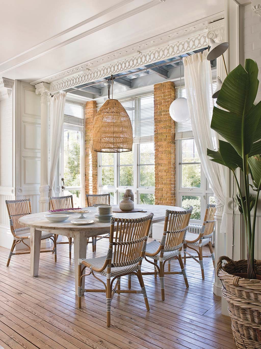 Attractive 7 Hallmarks For A Fresh And Modern British Colonial Decor