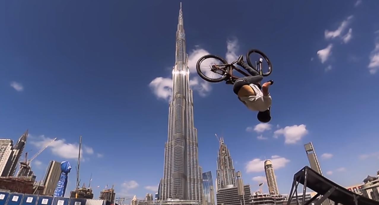 Brett Rheeder si è fatto il giro del mondo insieme alla sua Sony Action Cam in 10 giorni per realizzare la sua guida mondiale sul mini flip! Fantastico! Brett Rheeder have traveled around the world…