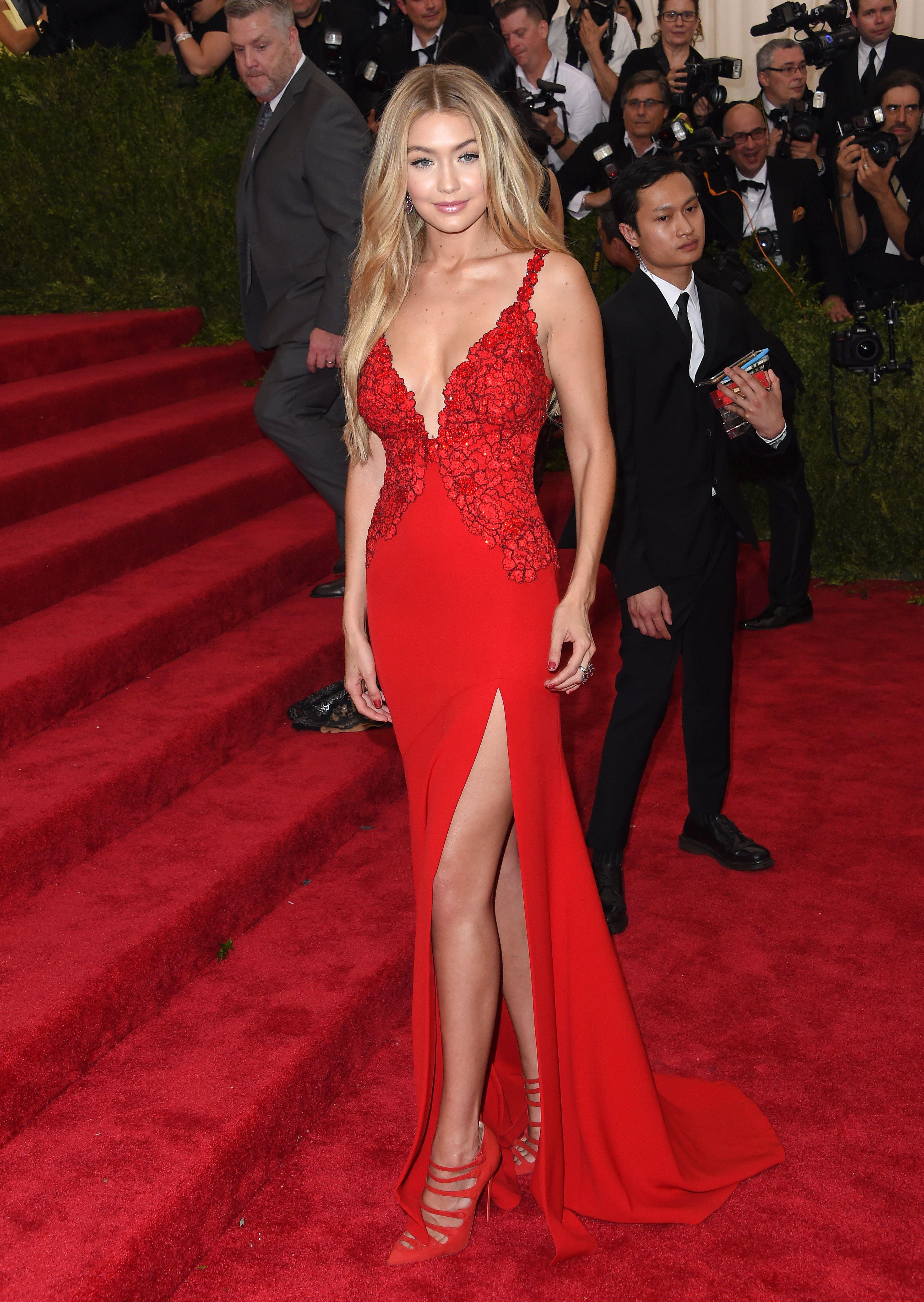 82 Photos Of Gigi Hadid S Hottest Looks Celebrity Dresses Gigi Hadid Outfits Met Gala Looks [ 4200 x 2983 Pixel ]