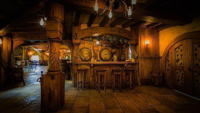 Hobbit Bar In New Zealand Green Dragon The Hobbit Hobbit House