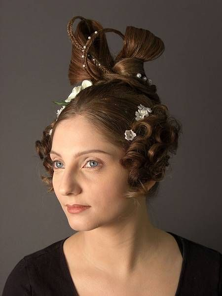 For A Young Beautiful Woman In The 1900s Perhaps A Party Do To Show Extravagance Historische Frisuren Haar Styling Schone Lange Haare