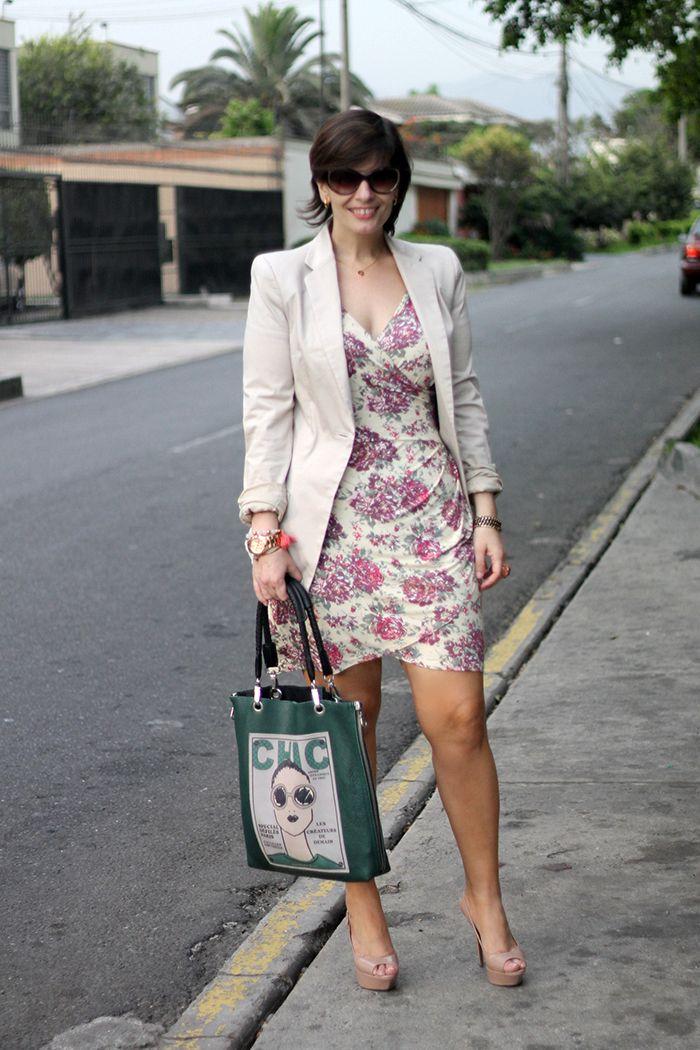 b204dd53e Divina Ejecutiva  Mis Looks - El vestido de flores