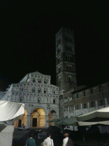 Lucca piazza Duomo basilica di San Martino