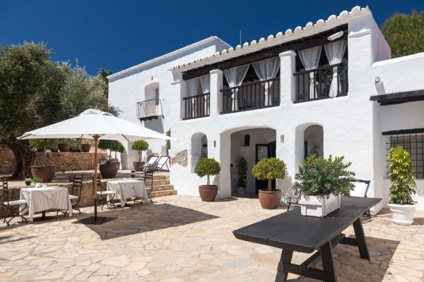 A highlight of this Eco Hotel in Ibiza is how it manages seamlessly to combine a carefully created modern décor with the structure of a typical old Ibizan house. It has seven rooms, one suite and six double rooms, all with en-suite bathrooms.