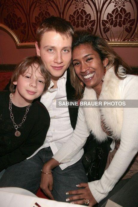 Max Riemelt Mit Freundin Nitasha Und Bruder Lukas Der Rote