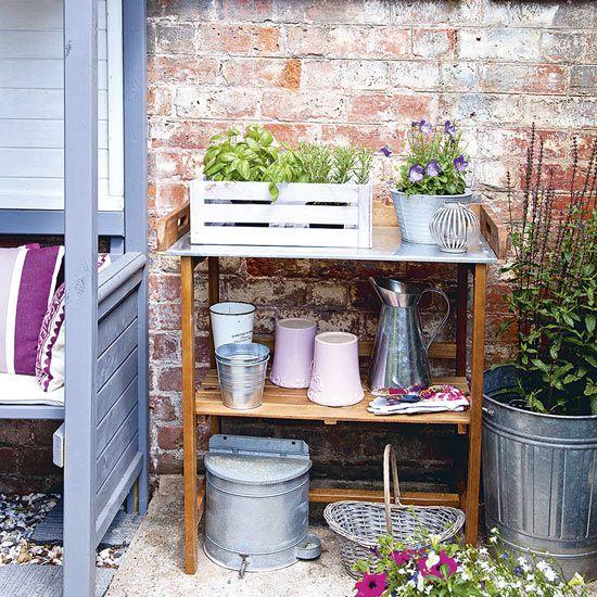 Courtyard garden with with potting shelf | Kitchen design ideas | PHOTO GALLERY | Garden decorating | Housetohome