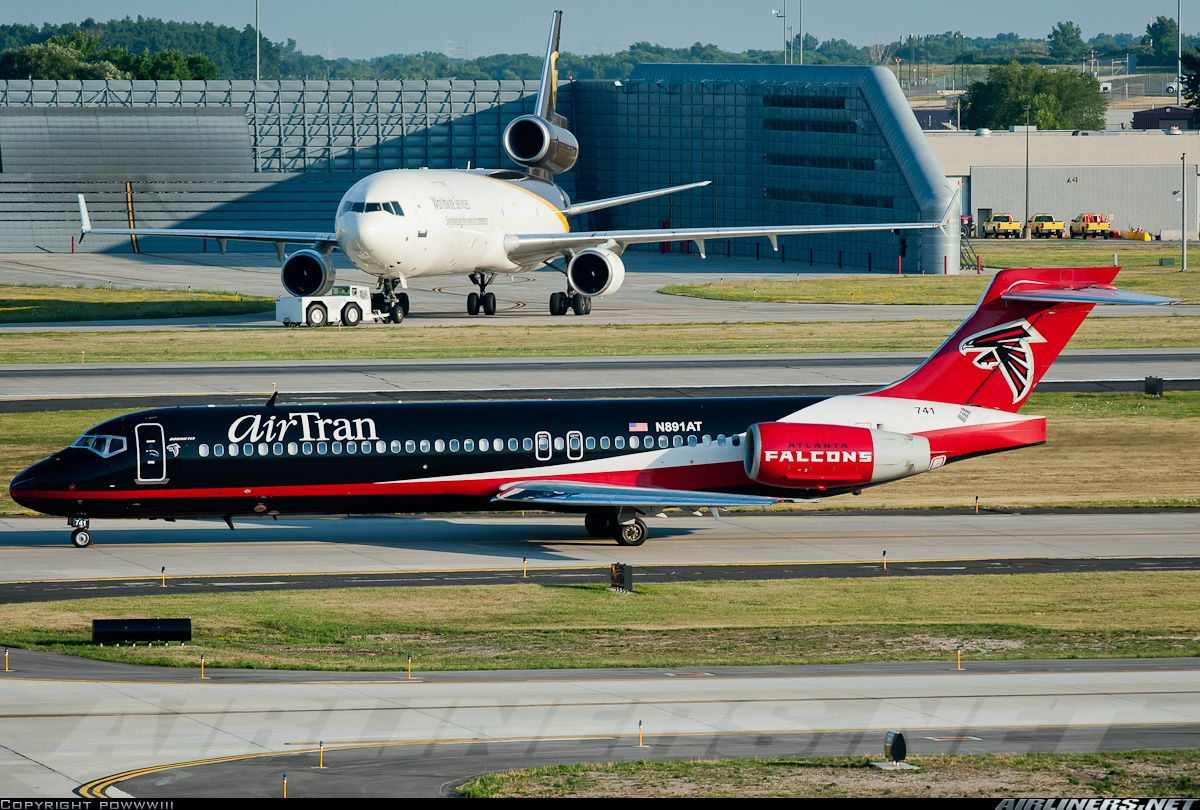 Airtran Boeing 717 With Special Atlanta Falcons Livery With Ups