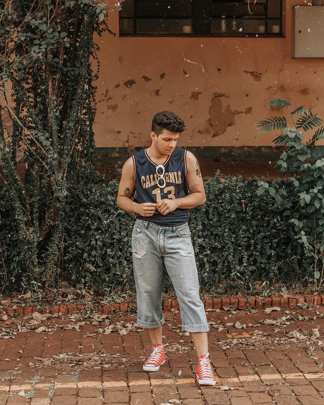 7cda768d7 foto look masculino vintage tumblr poses boy com converse all star chuck  taylor vermelho tatuagem