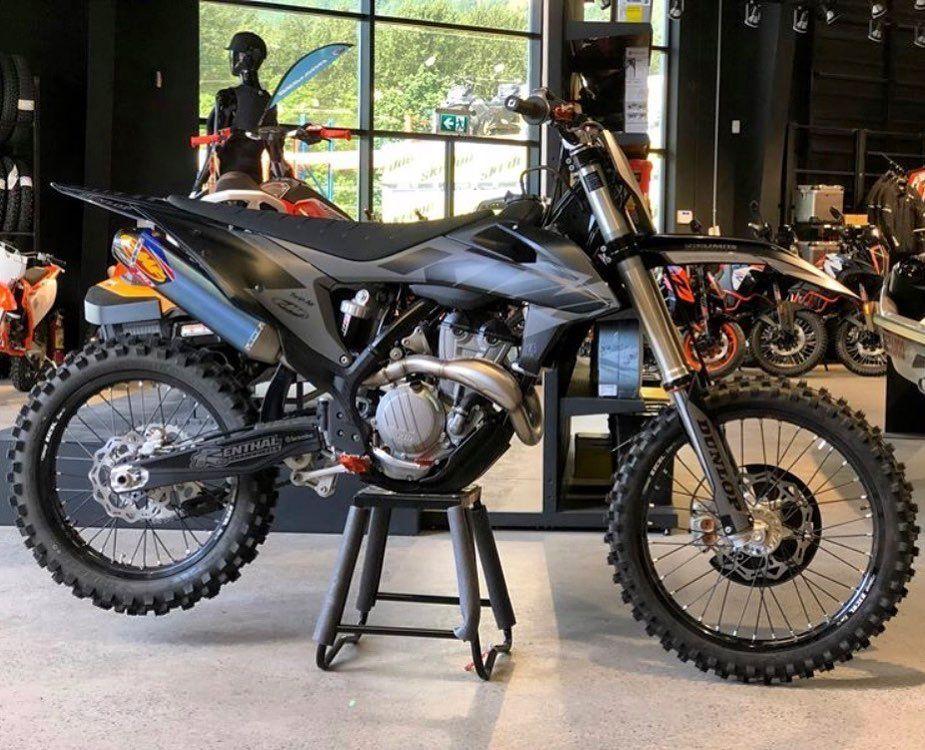 Darkmode Nolimitsmotorsports Limenine Blackout Matte Mxgraphics Canadian Motorcross Bike Motocross Bikes Cool Dirt Bikes