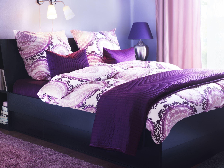 استمتع بغرفة نوم بانتعاش اللون الأرجواني تخفيضات على غطاء اللحاف حتى 22 أغسطس Purple Furniture Purple Bedding Ikea Bed