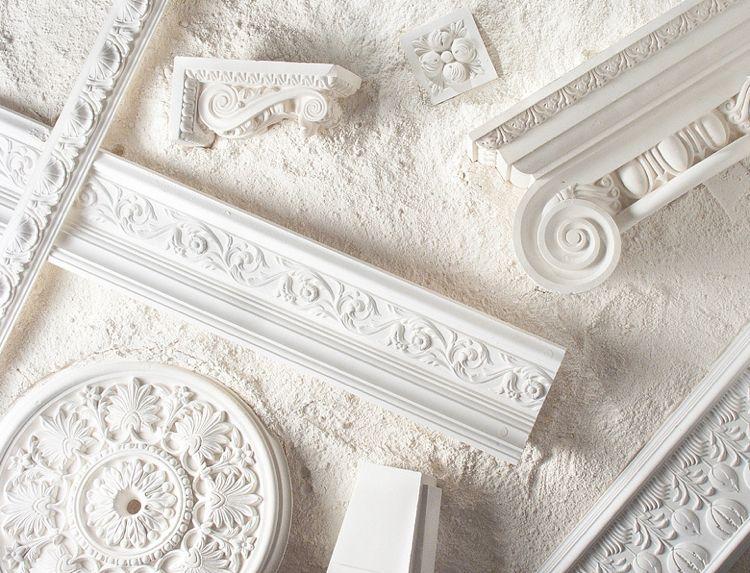 Mit Led Gips Und Styropor Stuckleisten Dekorieren Modern Trifft Auf Klassisch Stuckleisten Dekorieren Zierleiste Wand