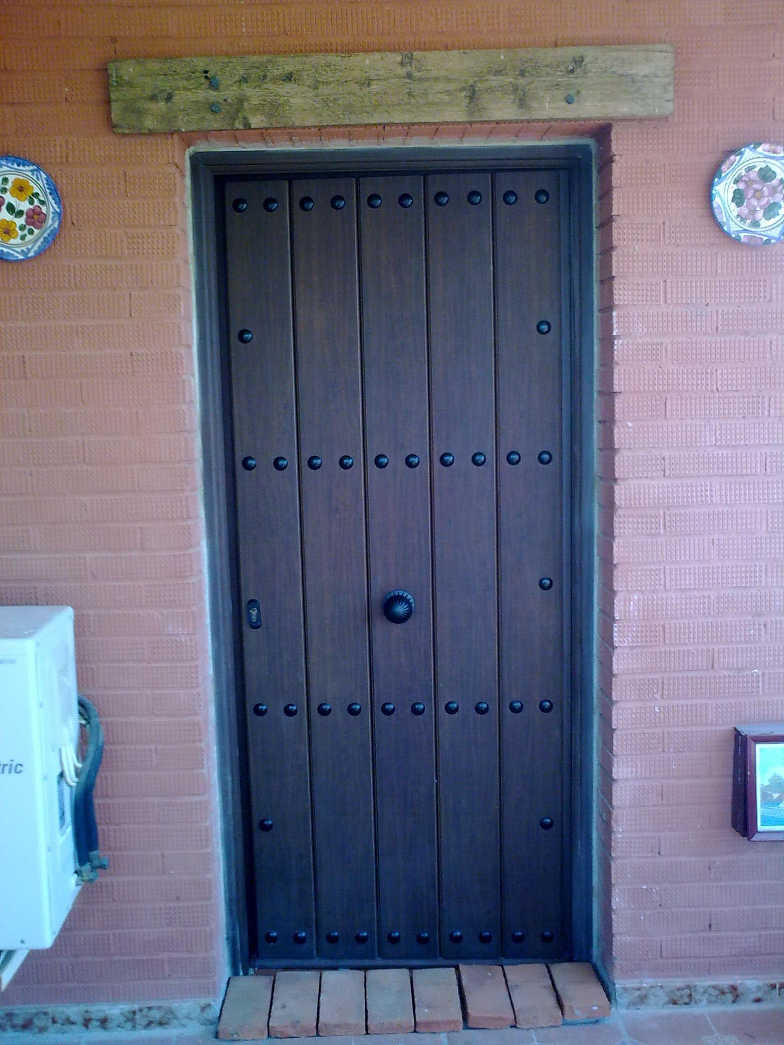 Puerta de seguridad para exterior en aluminio nogal - Puerta de exterior ...