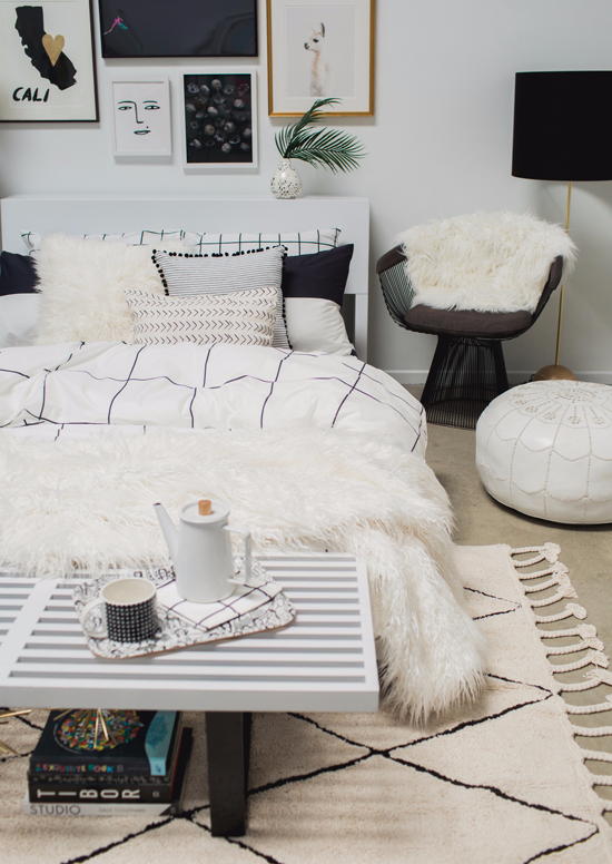 Focus On A Ratio Of Furnishing 75 25 When Decorating If The Black And White Usage Is To Black White Bedrooms Black And White Furniture Black Bedroom Furniture