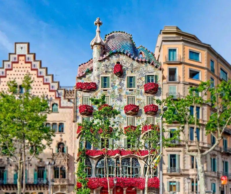 Pin By Averto Tents Greenhouses On Home Design Ideas Gaudi Casa Batlló Modernist