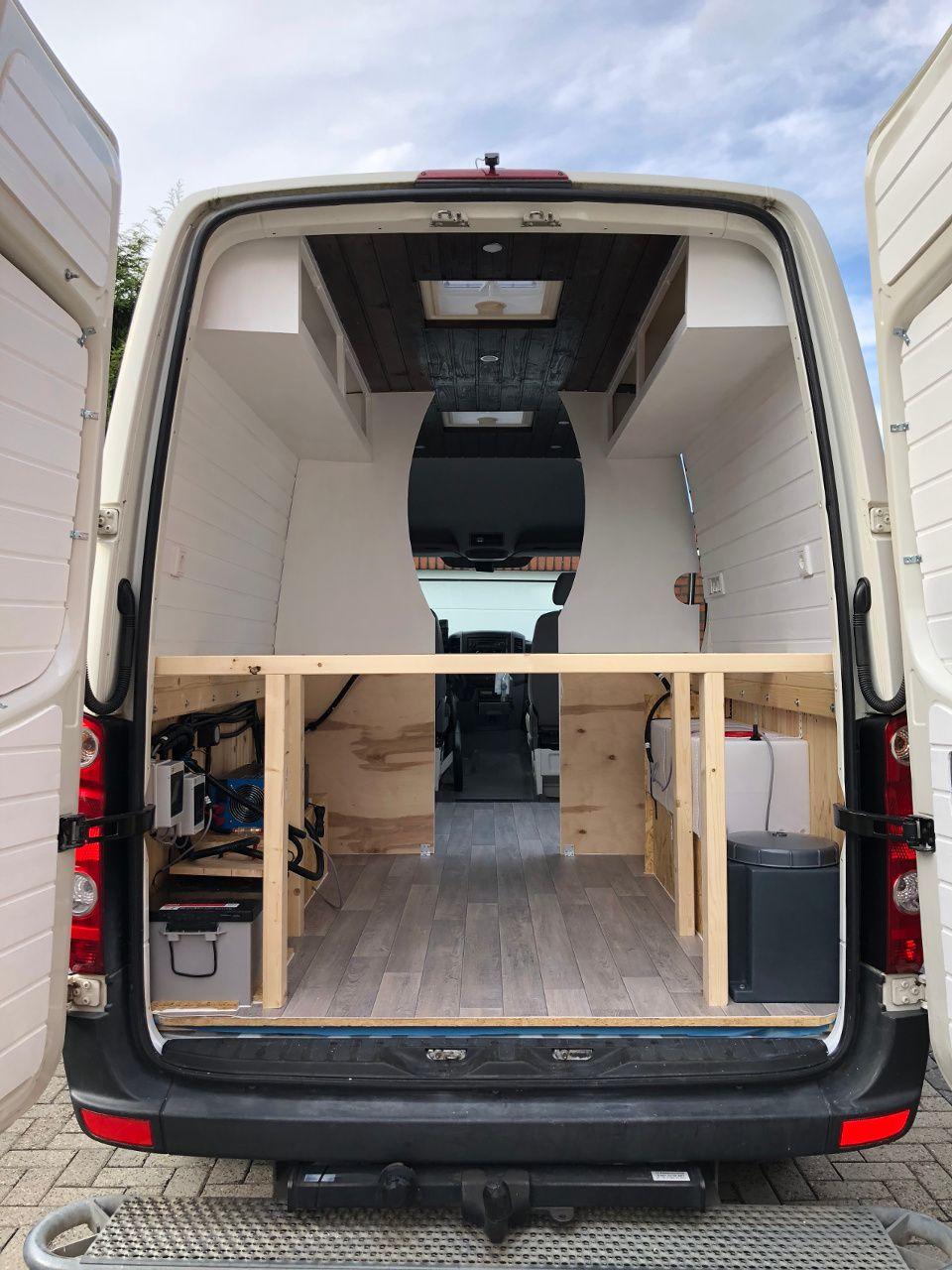 VW Crafter Umbau: Vom Transporter zum Campervan in nur 8 Monaten